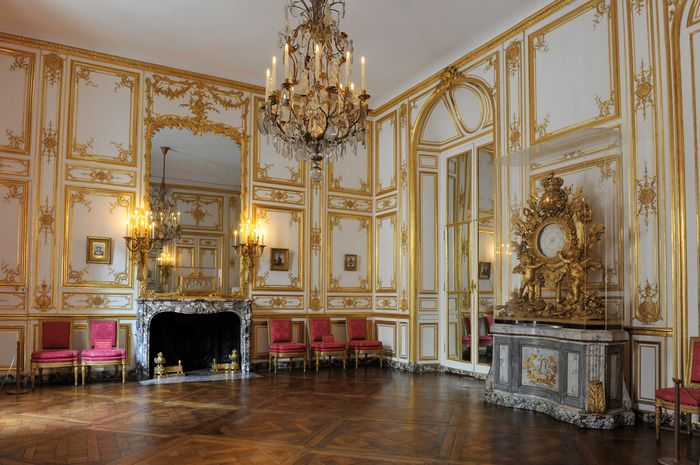 Bureau louis xiv Élégant wel e to versailles the bbc s steamy new