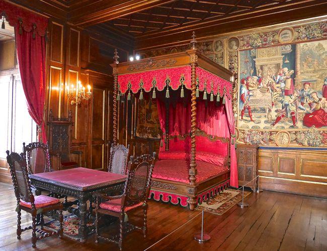 Aménagé sous louis philippe pour son épouse la reine marie amélie lappartement de limpératrice fut utilisé effectivement par eugénie de montijo